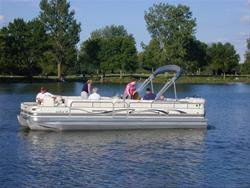 Boating on a lake in Hamilty County